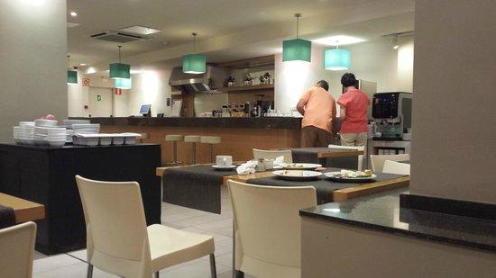 Hotel Sagrada Familia: bar- buffet