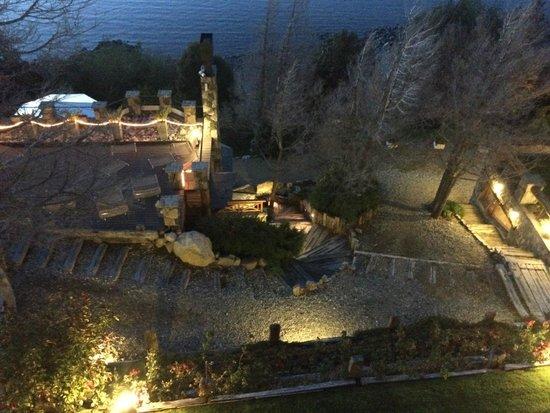 Lirolay Suites: Acesso ao lago (muuuuito frio!!!)