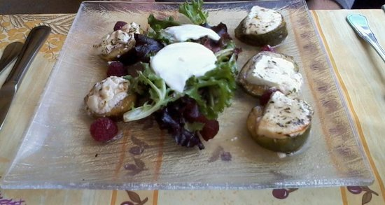 La Farigoulette: Courgette and goats cheese