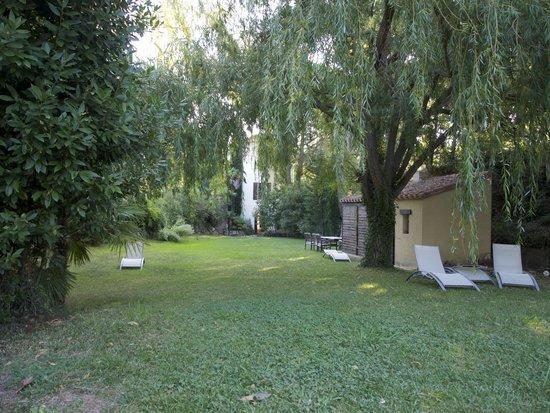 Domaine La Fauvelle: Gardens