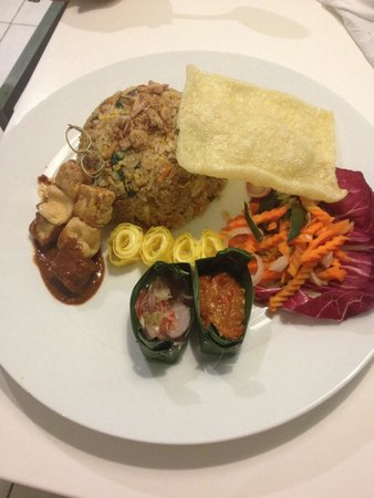 EDEN Hotel Kuta Bali - Managed by Tauzia : Room service was cheap and delicious!
