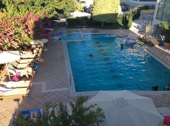Yakinthos Hotel: la piscina