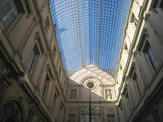 Les Galeries Royales Saint-Hubert : Enhanced by the ambient sky
