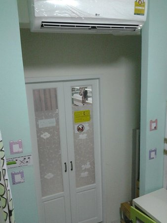 Kamin Bird Hostel: separated door to next room