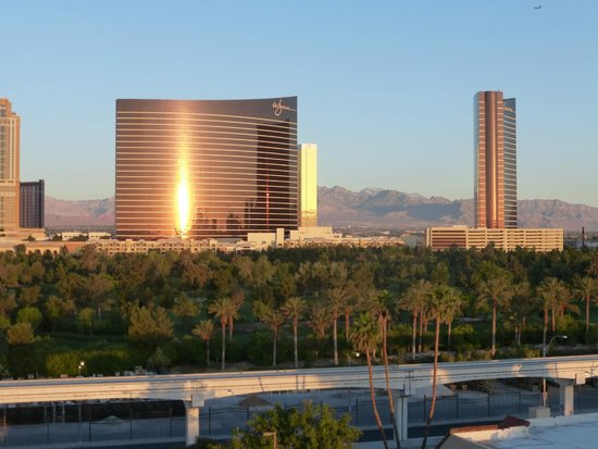 Embassy Suites by Hilton Convention Center Las Vegas: View from our Balcony