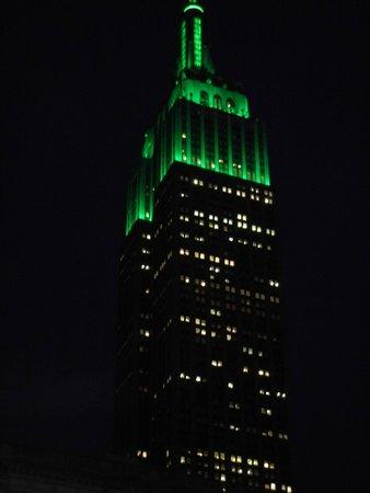 Hampton Inn Manhattan-35th St/Empire State Bldg : Empire State in het groen