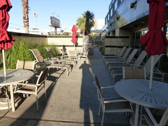 Embassy Suites by Hilton Convention Center Las Vegas: Outside Area