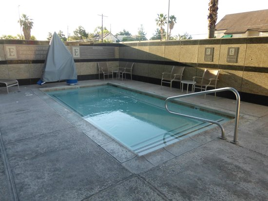 Embassy Suites by Hilton Convention Center Las Vegas: Outdoor Pool