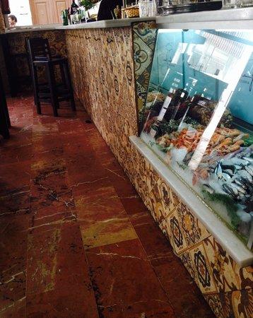Canela Fina: La vitrina de marisco y pescado fresco