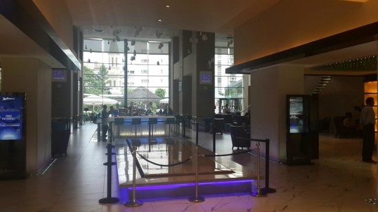 Radisson Blu Hotel Bucharest: bar area