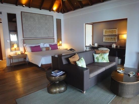 Dusit Thani Maldives: spacious room
