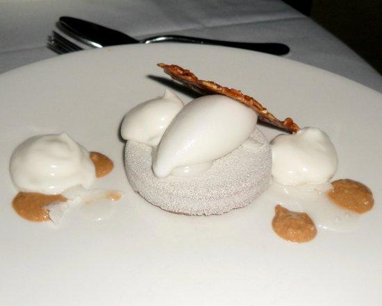 Restaurant August : Dark Chocolate (inside) Dessert