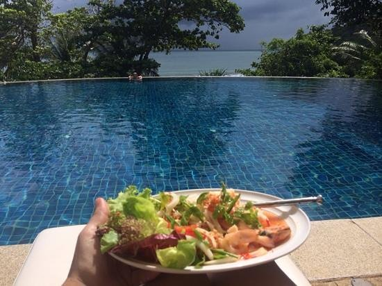 Pimalai Resort and Spa: Fabulous Andaman seafood salad by the lower infinite pool