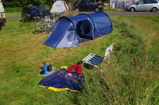 Camping Milin Kerhe : Space for small tents, large tents and there were NO car vans = joy!