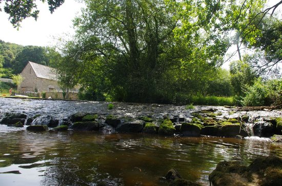 Camping Milin Kerhe : River Trieux which runs alongside campsite bt no mosses due to lots of lovely wood fires on site