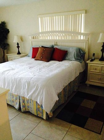 Crescent Royale Condominiums: MasterBed Room