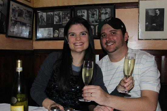 Carmine's: Eu e meu marido. Cheers!!