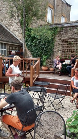 Cotswold garden tearooms: the courtyard
