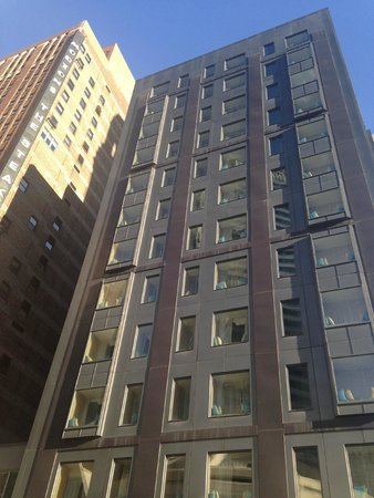 Kimpton Hotel Monaco Chicago : Front of hotel