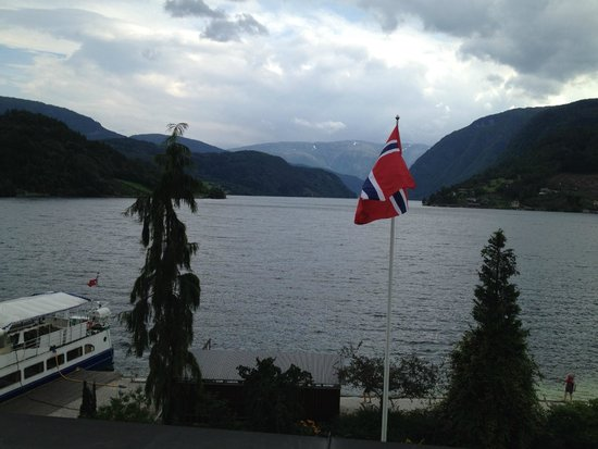Brakanes Hotel: Up the Fjord