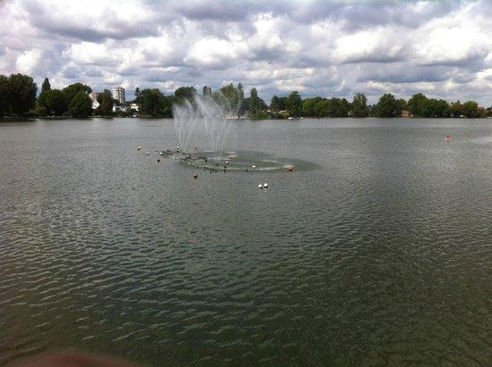 Pavillon du Lac : Belle vue du lac d'Enghein Les Bains