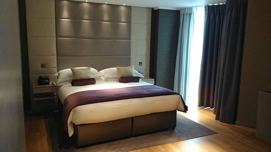 Cheval Three Quays: Bedroom