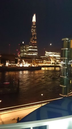 Cheval Three Quays: Night Vue From Room