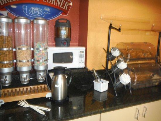 Baymont Inn & Suites Miami Doral: espaço do café da manha
