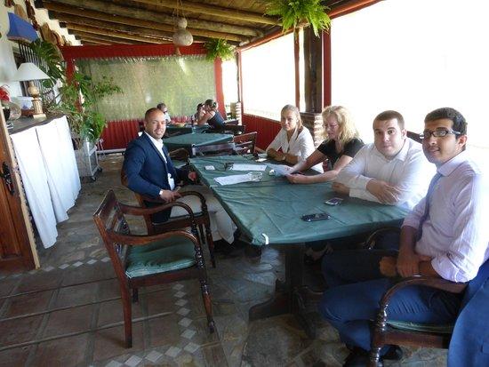 Los Jarales Rural Hotel Istan : Comer en la terraza
