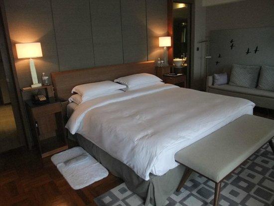 Les Suites Orient, Bund Shanghai : ベッド