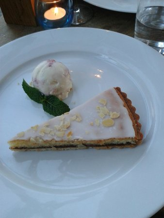The Thomas Cubitt: Bakewell tart