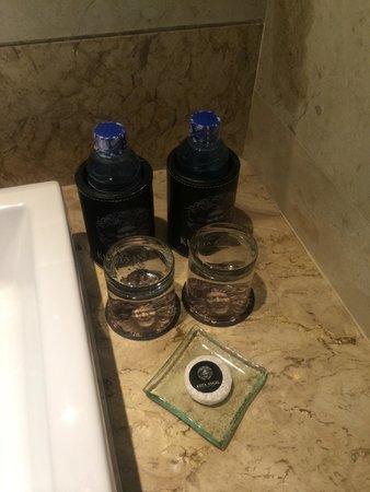 Kuta Angel Hotel: Free daily fresh mineral water.