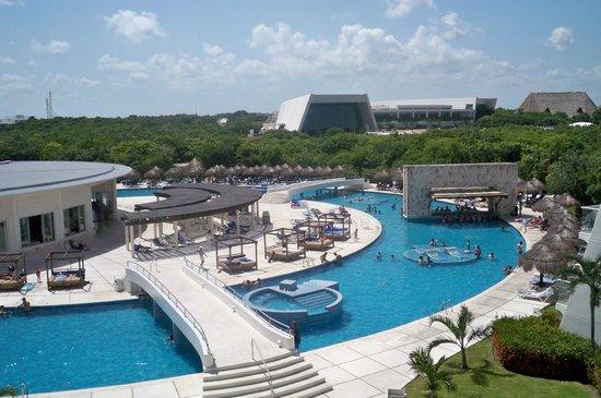 Grand Sirenis Riviera Maya Resort & Spa: View of one of pools