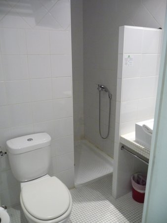 P'tit Dej-Hotel Martigues Le 5 : salle de bain