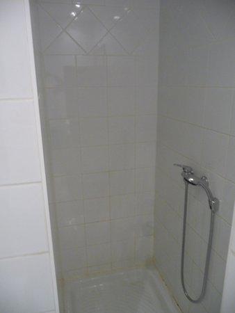 P'tit Dej-Hotel Martigues Le 5 : grande douche