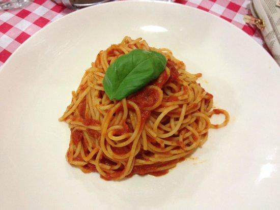 Al Vaporetto: Spaghetti with Tomato Sauce