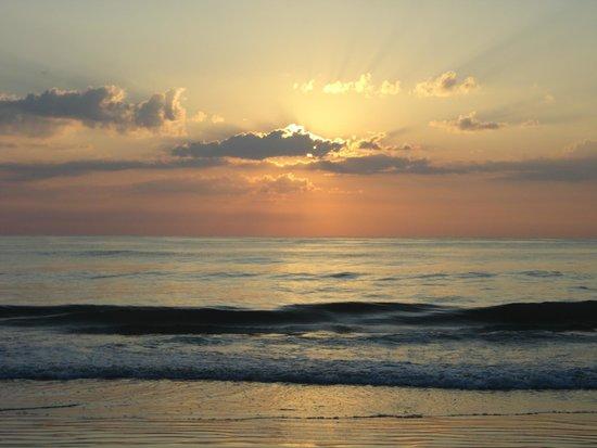 Lotus Boutique Inn & Suites Daytona Beach / Ormond Beach: Sunrise from Ormond Beach