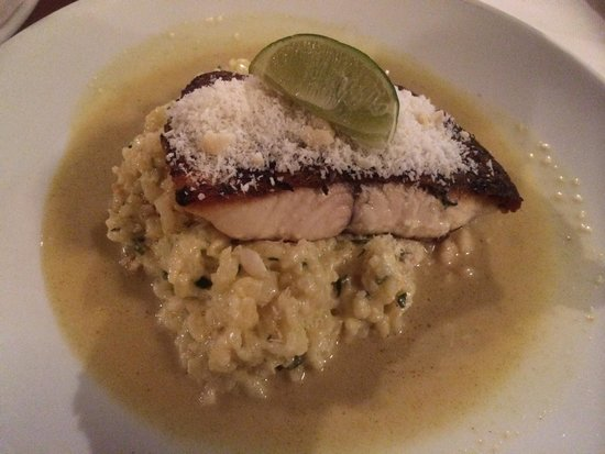 St Mounts Boutique Hotel & Trattoria: The most yummy dish I've tasted! Fish fillet on crab and macadamia risotto!