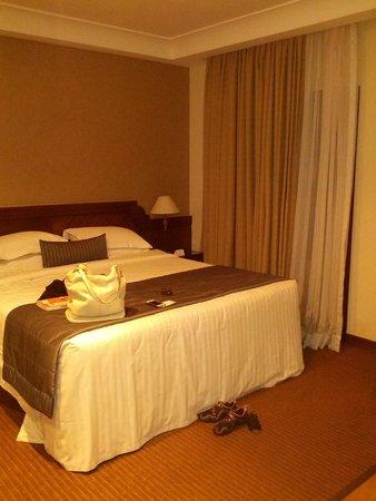 Estanplaza Paulista: Comfy and decent size bed