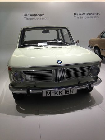 Museo BMW: One of the many neat cars.