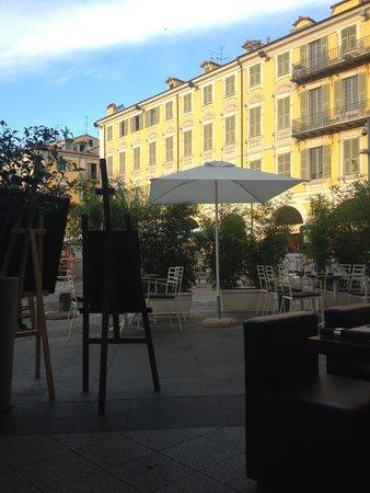 G-Square : vue d'une des tables de la terrasse
