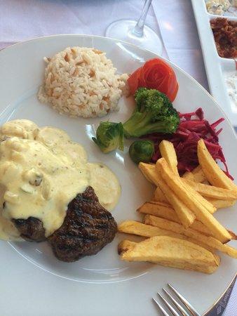 Nostalji Restaurant & Cafe Bar: Biff med hvitløkssaus. Fantastisk godt til 34 TL ����