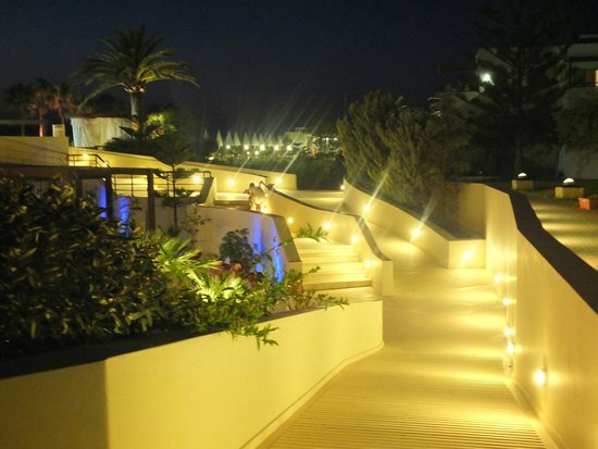 Minos Mare Hotel : from pool area to bedroom