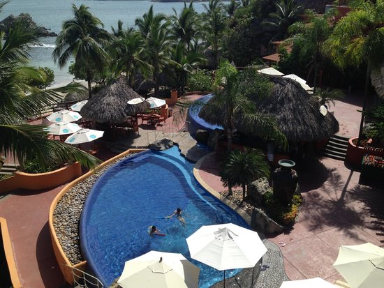 Embarc Zihuatanejo: Club Intrawest - overlooking the pool from my balcony