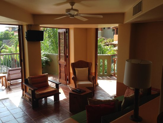 Embarc Zihuatanejo: Club Intrawest - our living room with open air