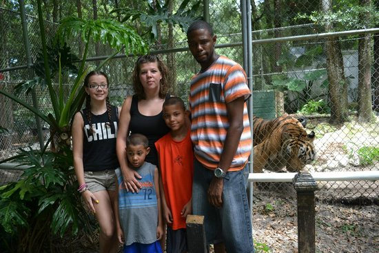 Dade City's WIld Things: Family photo with encounter