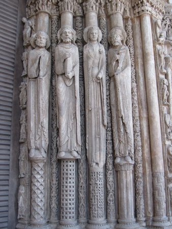 Cite de l'Architecture et du Patrimoine : Cast os Saints in a doorway