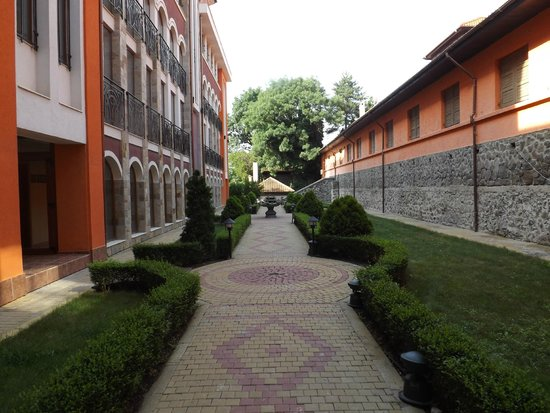 Festa Via Pontica Resort: Courtyard 2