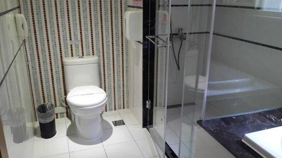 ITrip Taipei Inn: Great bath and shower