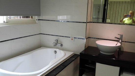 ITrip Taipei Inn: Great bathroom